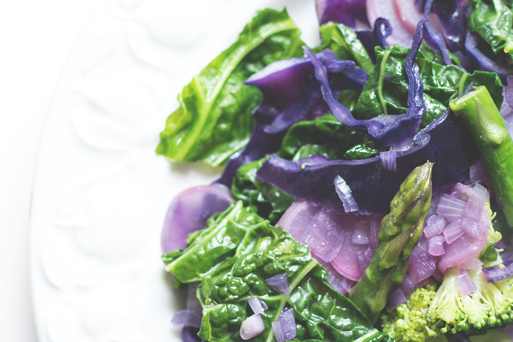 With all those cruciferous vegetables and a yogurt-based dressing, this kale slaw packs a gut healthy punch. Try for yourself!